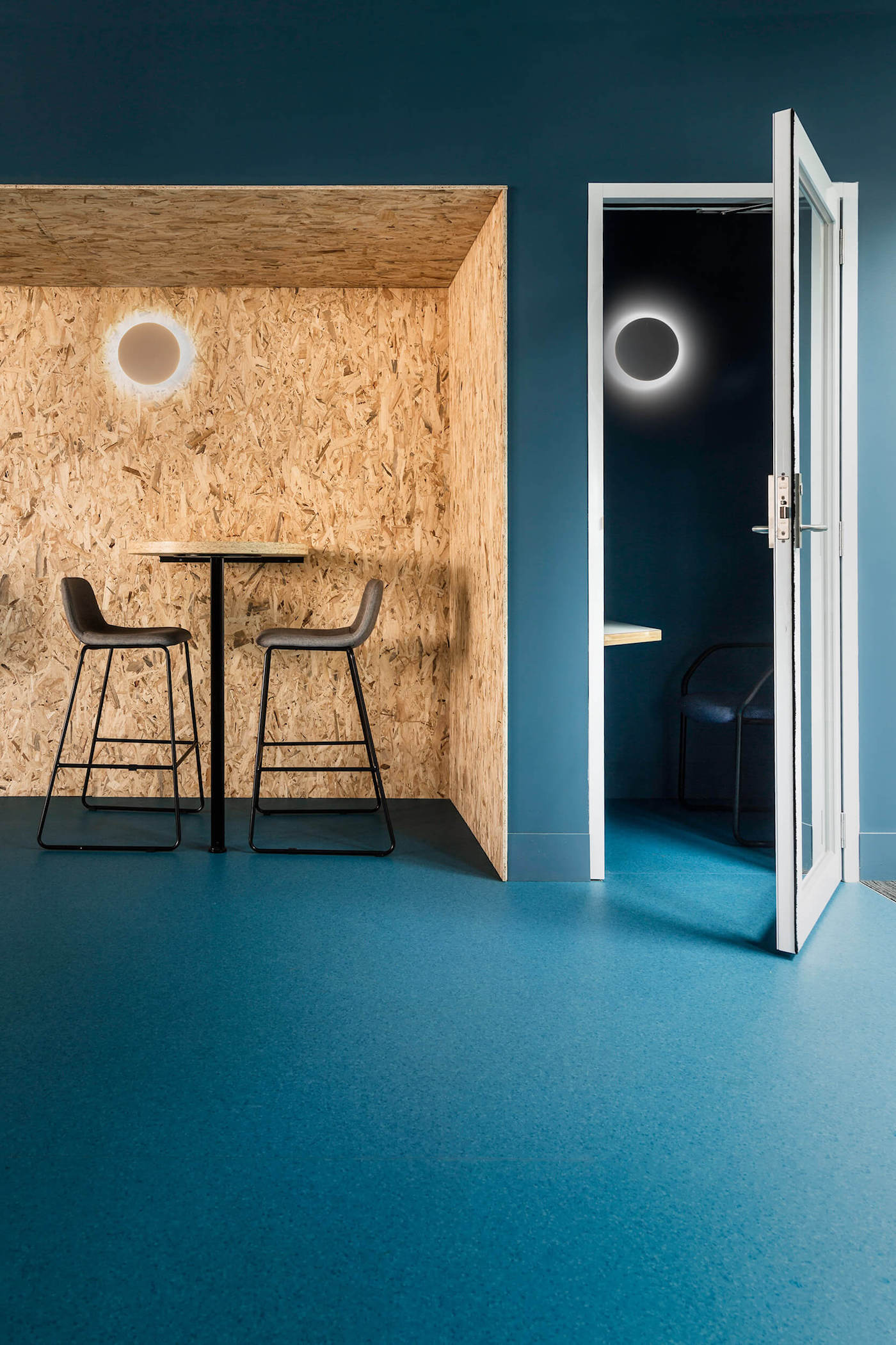 Blue carpet, blue walls with OSB alcove