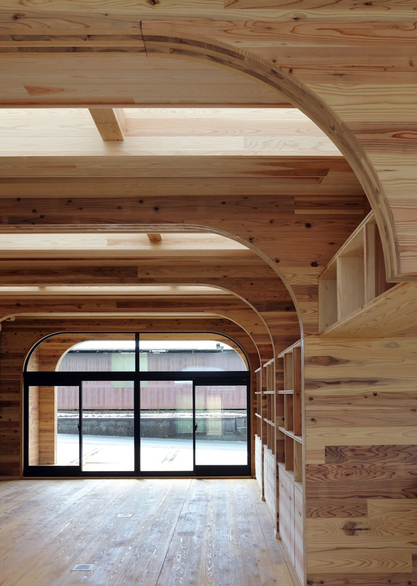 Arched CLT cross laminated timber construction