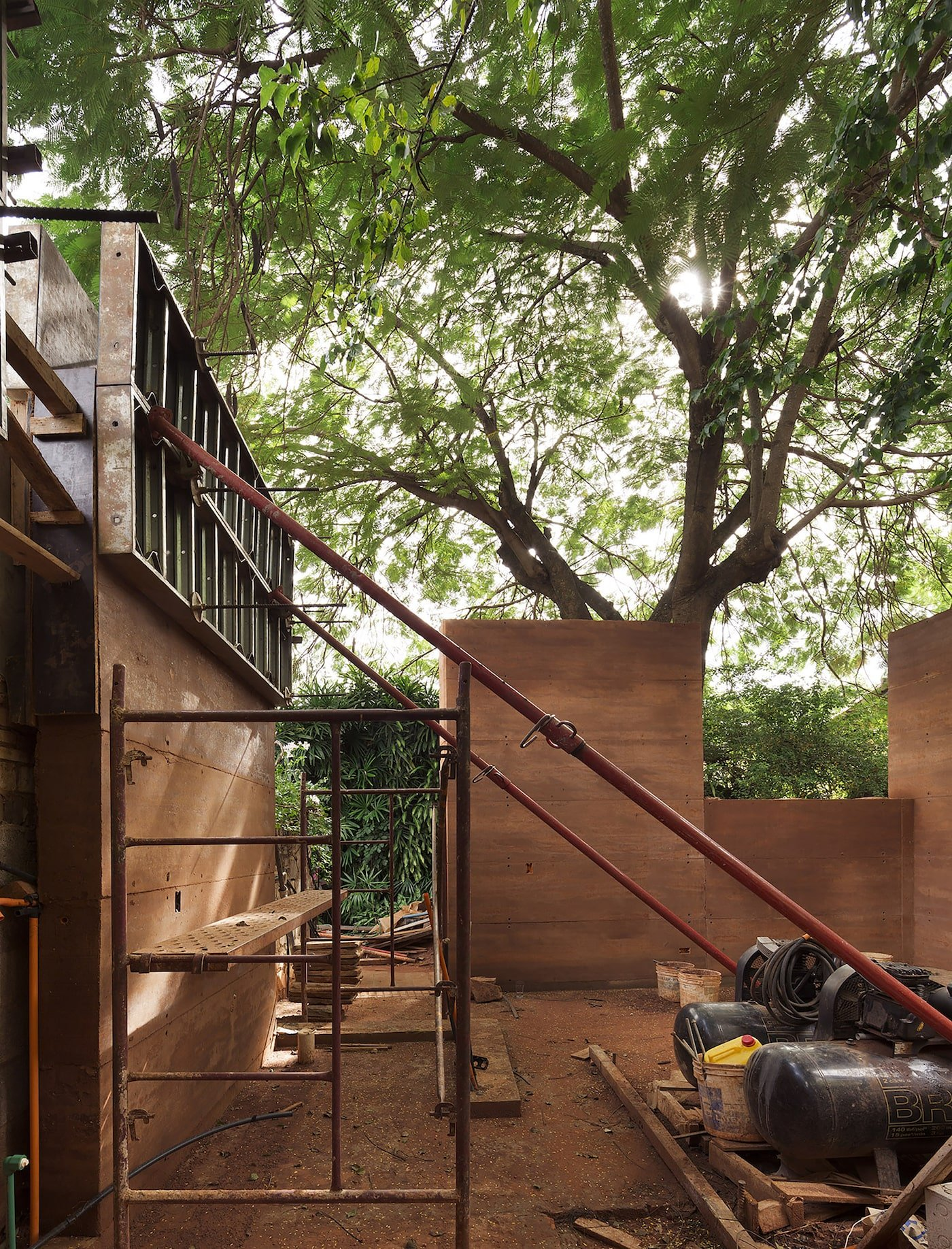 Construction of rammed earth office