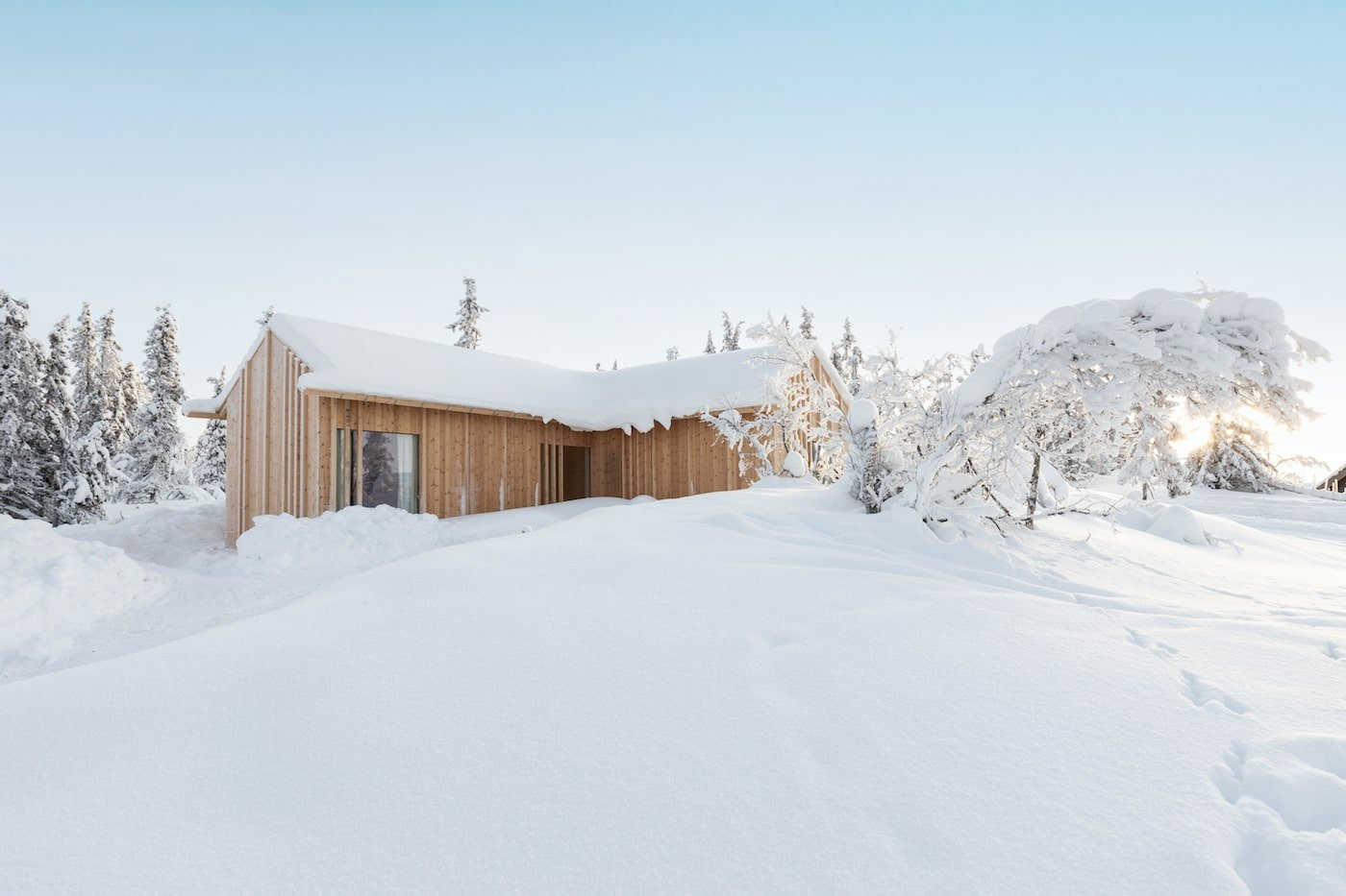 Timber clad exterior of Kvitfjell Cabin