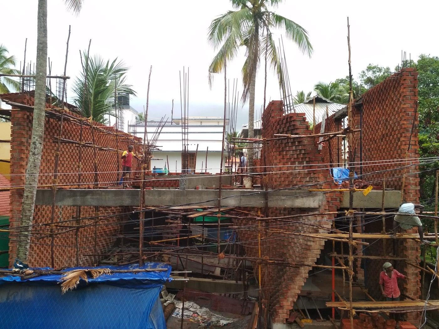Construction of Pirouette House brickwork