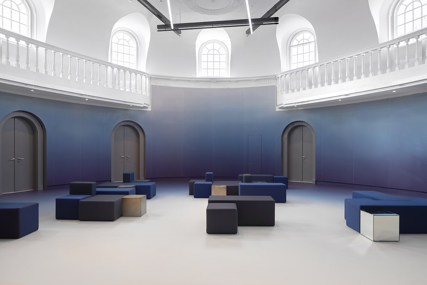 Felix Meritis lobby with blue walls and white ceiling